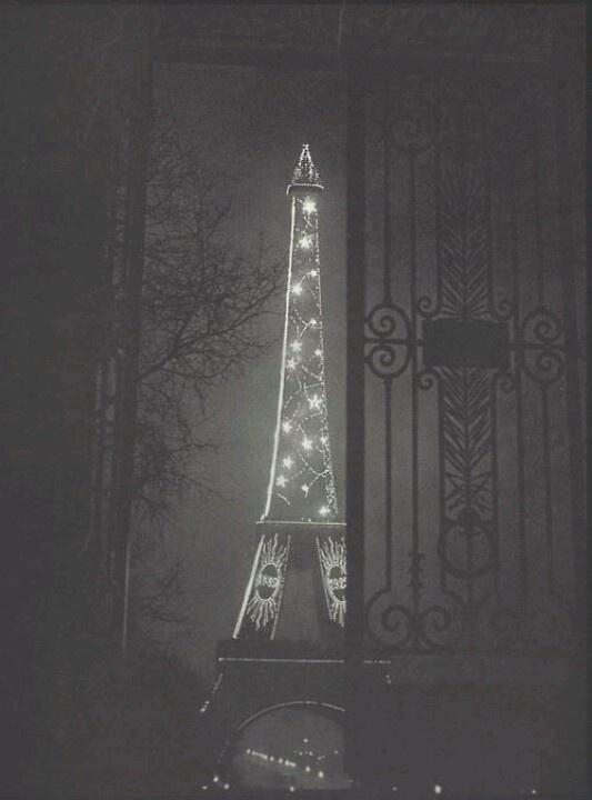 Paris a Nuit - Torre Eiffel - Brassai